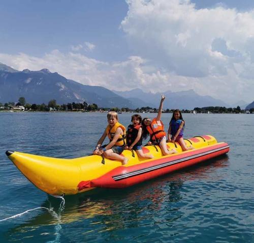 Les Elfes International summer camp - banan boat light