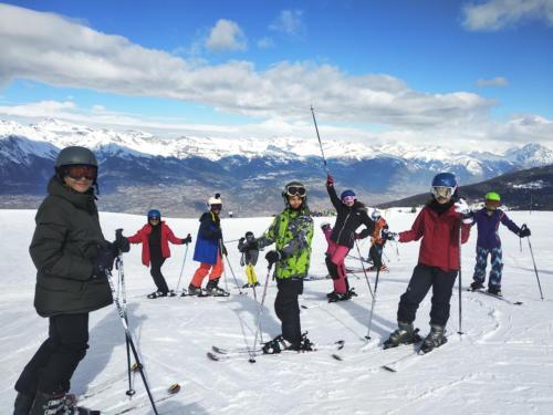 Group of Elfes skiing
